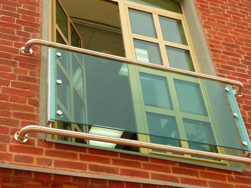 ограждение из стекла для французских балконов
