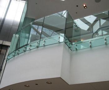ограждение из стекла для балконов кронекс
